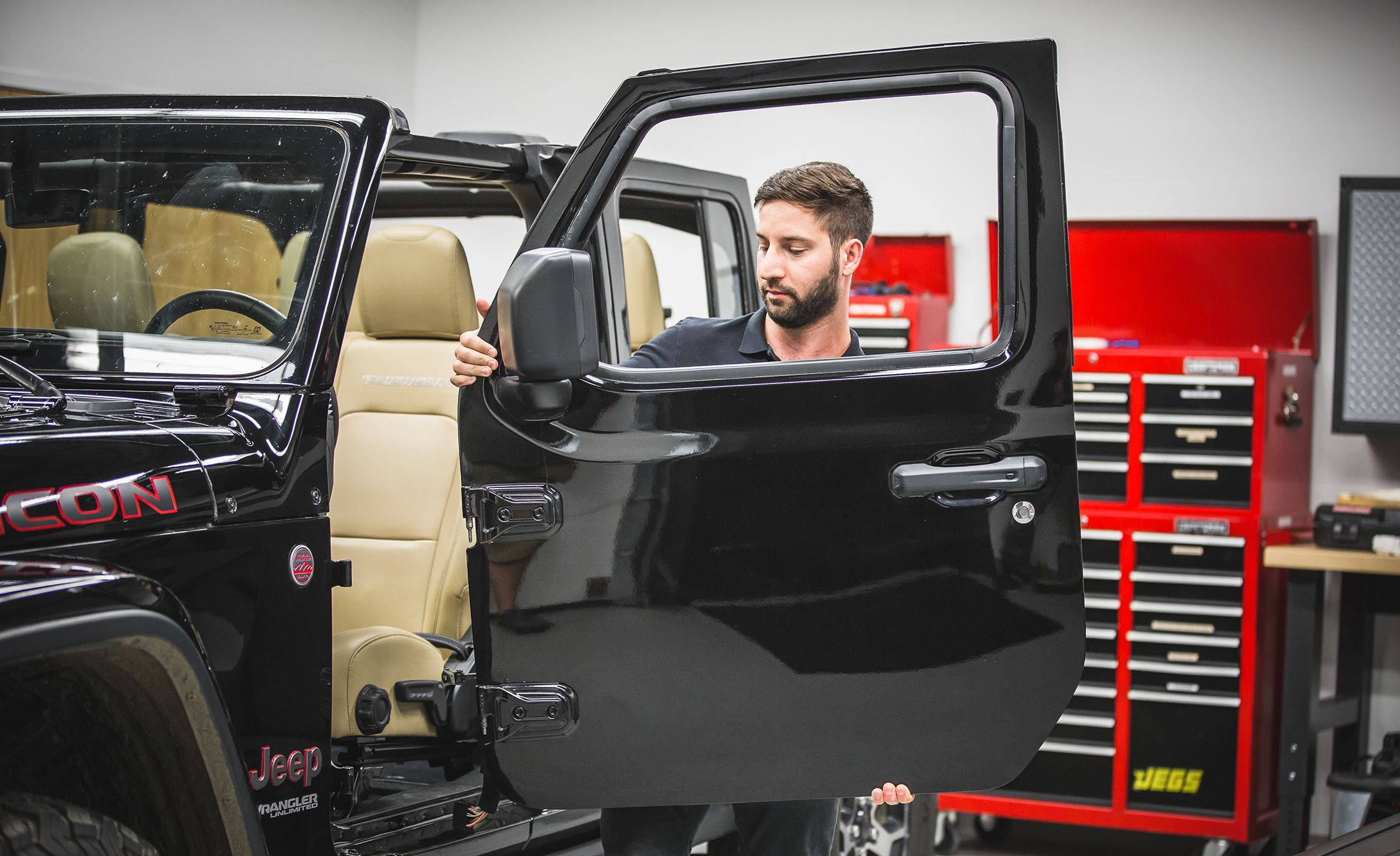 How To Remove The 2018 Jeep Wrangler Jls Roof Doors And Rear Window Defrost Windshield Feature Car Driver