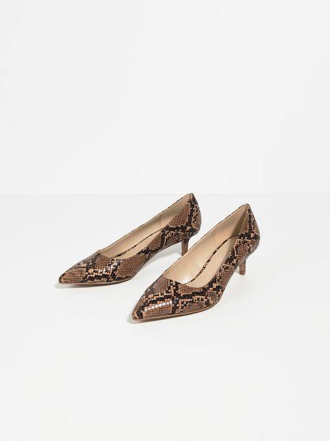 Footwear, Shoe, Beige, Ballet flat, Court shoe,