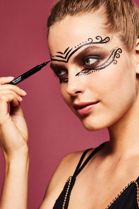 Lip, Hairstyle, Eye, Eyelash, Eyebrow, Eye shadow, Style, Beauty, Eye liner, Organ,