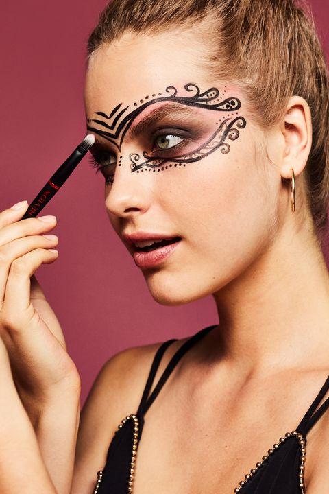 Head, Ear, Lip, Hairstyle, Eye, Eyelash, Forehead, Eyebrow, Earrings, Eye shadow,