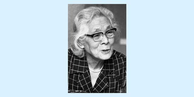 「日本の女性アクティビスト列伝」では、かつて人権獲得や平等な社会を目指して闘った女性活動家たちを特集。学校の教科書の一行にはとどまらない、彼女たちの功績を深掘りします。第一弾として取り上げるのは、明治から昭和にかけて活躍した女性解放運動家の平塚らいてう。まさにらいてうこそ「元祖わきまえない女」なのです。