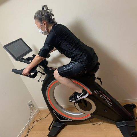 日本90歲健身奶奶狂瘦15公斤成最高齡教練!深蹲、倒立搭配飲食練出緊實線條