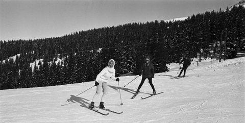 Skier, Snow, Ski, Skiing, Winter, Piste, Winter sport, Ski Equipment, Recreation, Cross-country skiing,