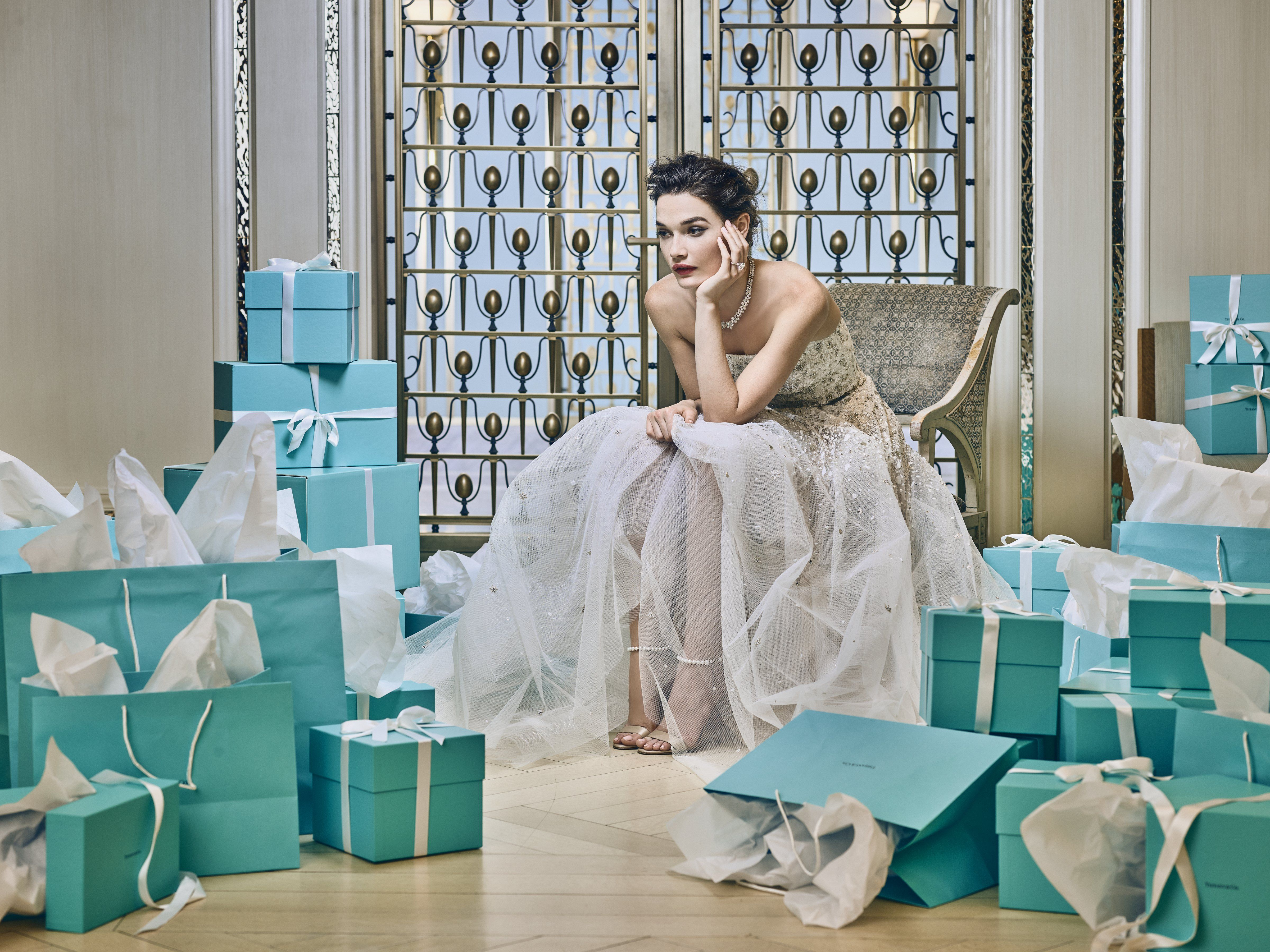 How Much To Spend On A Wedding Gift Wedding Gift Etiquette