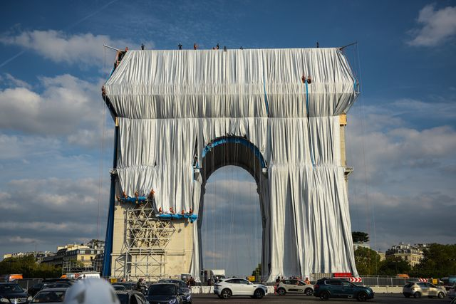 l'arc de triomphe wrapped christo and jeanneclaude exterior