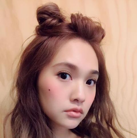 Hair, Face, Eyebrow, Hairstyle, Forehead, Lip, Beauty, Chin, Long hair, Brown hair,
