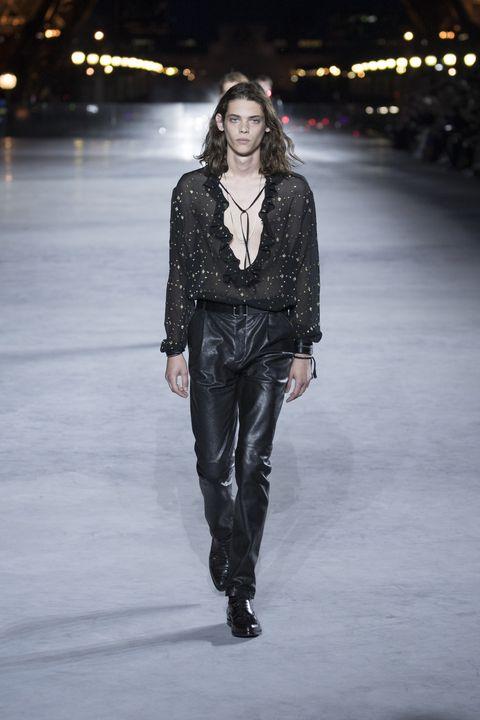 Fashion show, Fashion model, Runway, Fashion, Clothing, Leather, Public event, Human, Fashion design, Event,