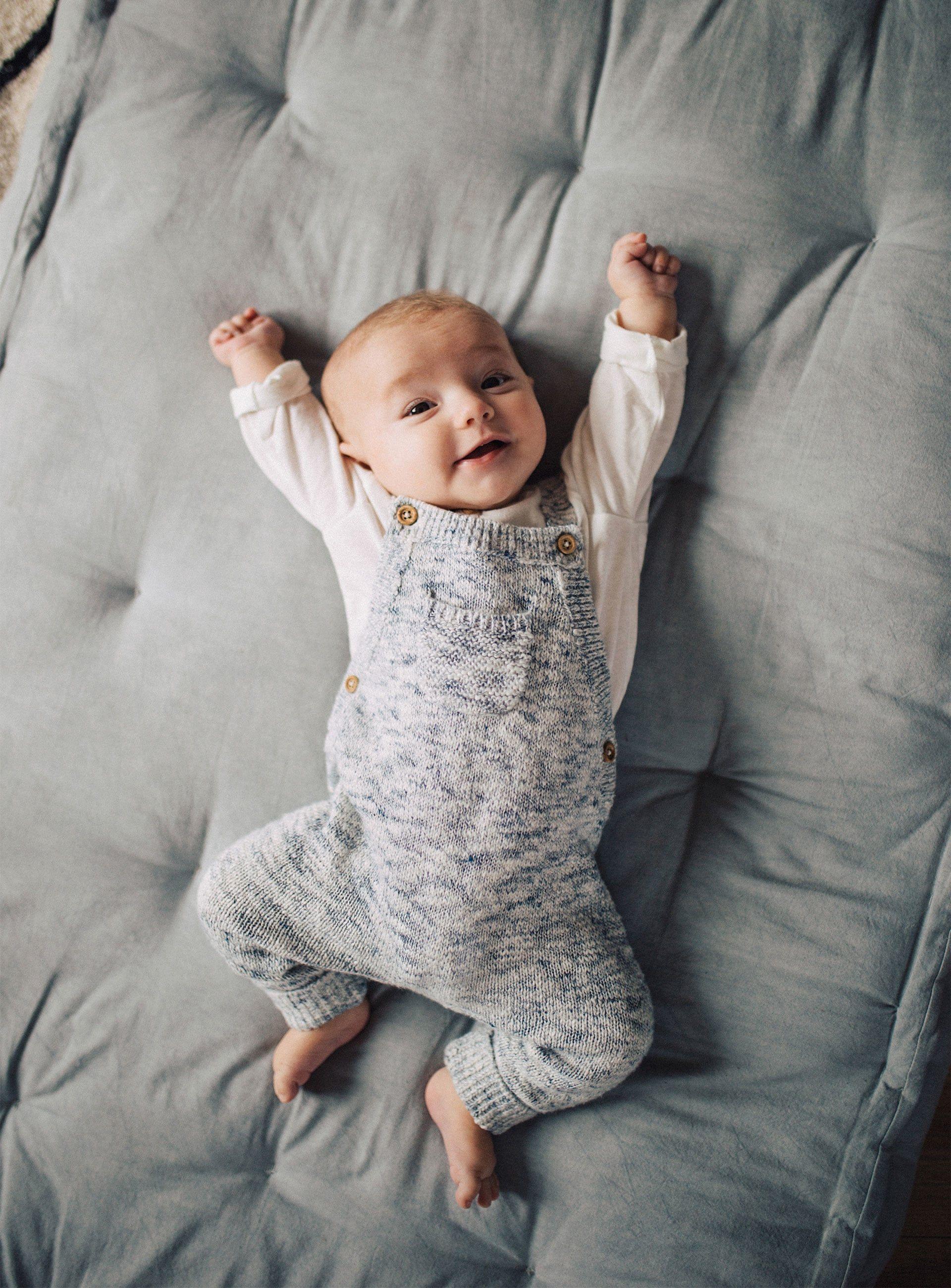 16cc5b590 Así se viste un recién nacido en Zara - La última campaña de Zara te va a  tocar la fibra sensible