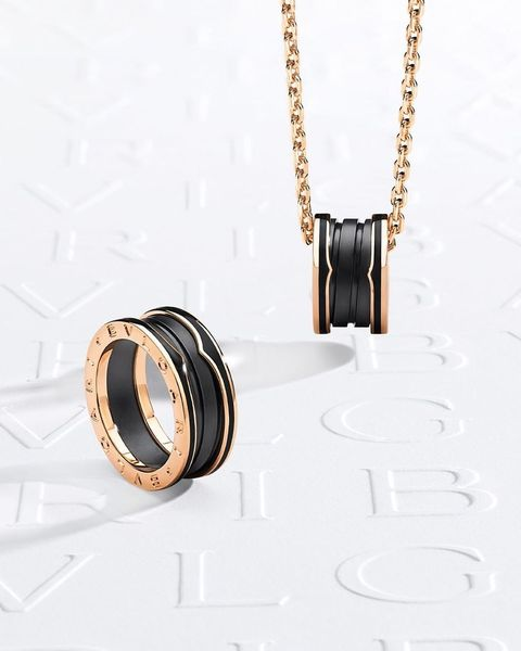 寶格麗入門款中性珠寶 bzero1 推新款!霧面黑玫瑰金戒指、項鍊太美 名人穿搭試戴給你看