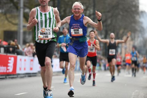 70-jarige loopt wereldrecord op de marathon