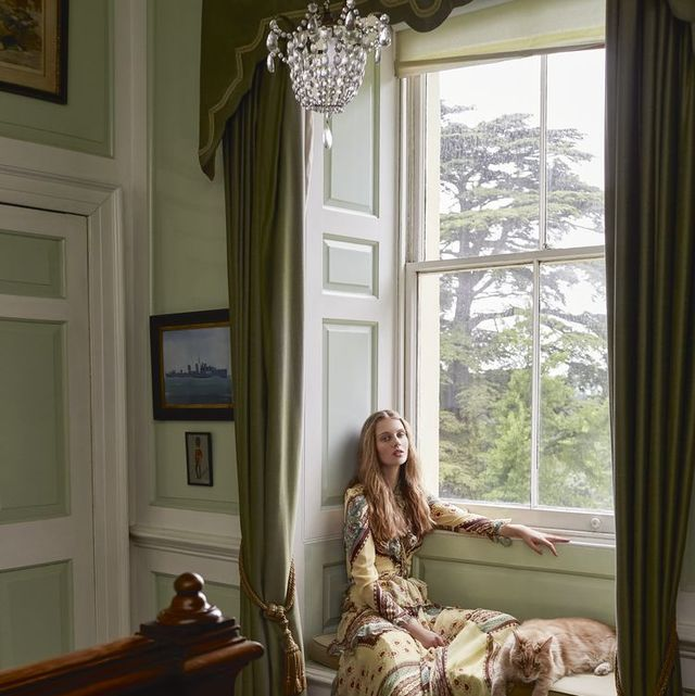 Room, Interior design, Home, Furniture, Curtain, Window, House, Window covering, Window treatment, Floor,
