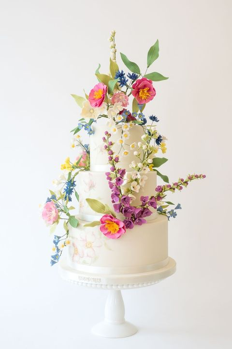 Cake decorating, Sugar paste, Flower, Cake, Cut flowers, Torte, Wedding ceremony supply, Plant, Wedding cake, Floristry,