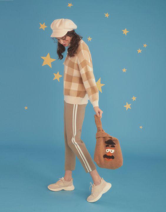 毛絨絨的《玩具總動員》x LOVFEE 設計!超可愛蛋頭先生毛包包、彈簧狗帽T...... 這個冬天不再孤單!
