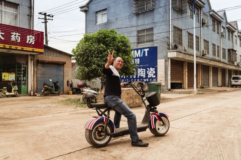 Mode of transport, Vehicle, Transport, Snapshot, Street, Bicycle, Urban area, Wheel, Neighbourhood, Road,