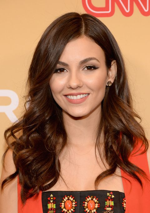 32 Celebrities With Acne - How Celebs Handle Blemishes and