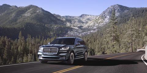Land vehicle, Vehicle, Car, Luxury vehicle, Automotive design, Sport utility vehicle, Transport, Audi, Road, Compact sport utility vehicle,