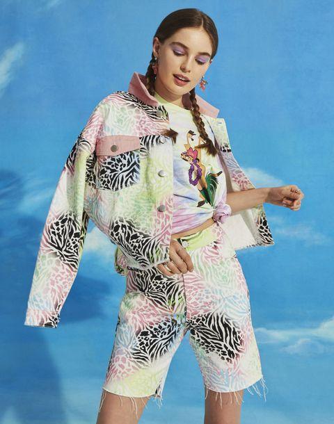 Clothing, Fashion, Sleeve, Outerwear, Kimono, Fashion model, Costume, Textile, Photo shoot, Fashion design,