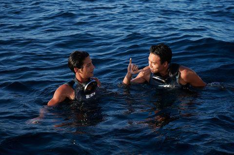 全新國片《東經北緯》帶你體驗台灣海域的蔚藍美!三金影帝吳朋奉激發「帥兒子」海底尋寶夢