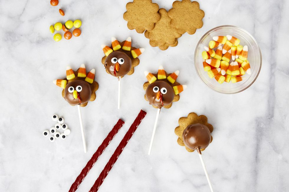How to Make the Cutest Thanksgiving Cake Pops