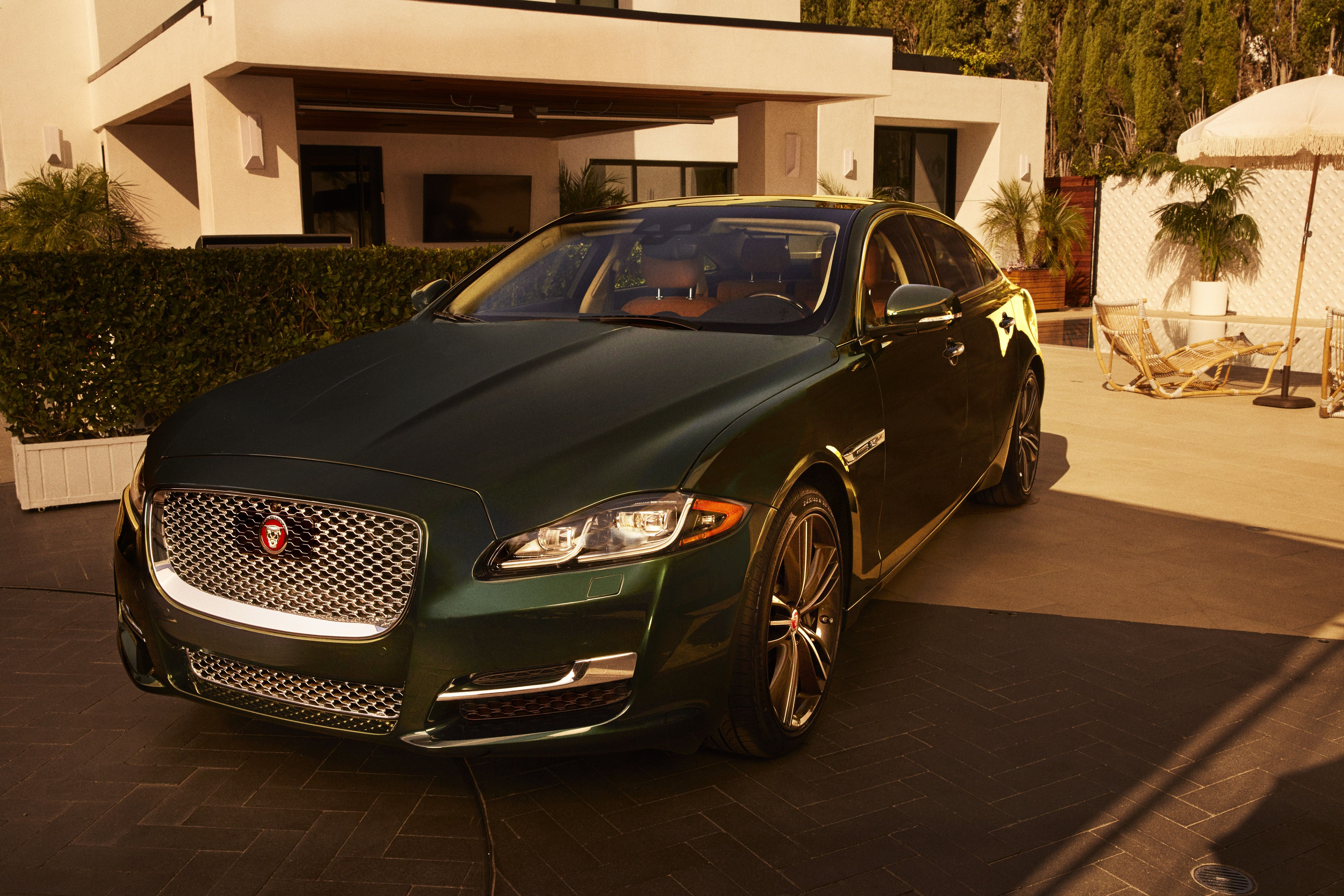 Jaguar Salutes One of Its Best Designs Ever with Final 300 XJ Sedans