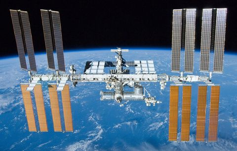Space station, Oil rig, Vehicle, Architecture, Spacecraft, Space, Reflection, Column,