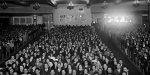 1930s PACKED FULL HOUSE...