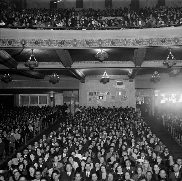1930s packed full house