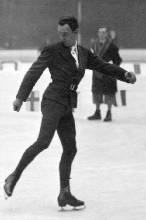 Ice skating, Figure skate, Skating, Figure skating, Recreation, Axel jump, Ice dancing, Ice skate, Standing, Footwear,