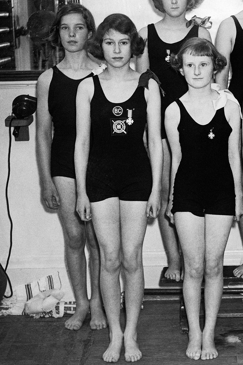 1939-elizabethii-swimming-1527018300.jpg