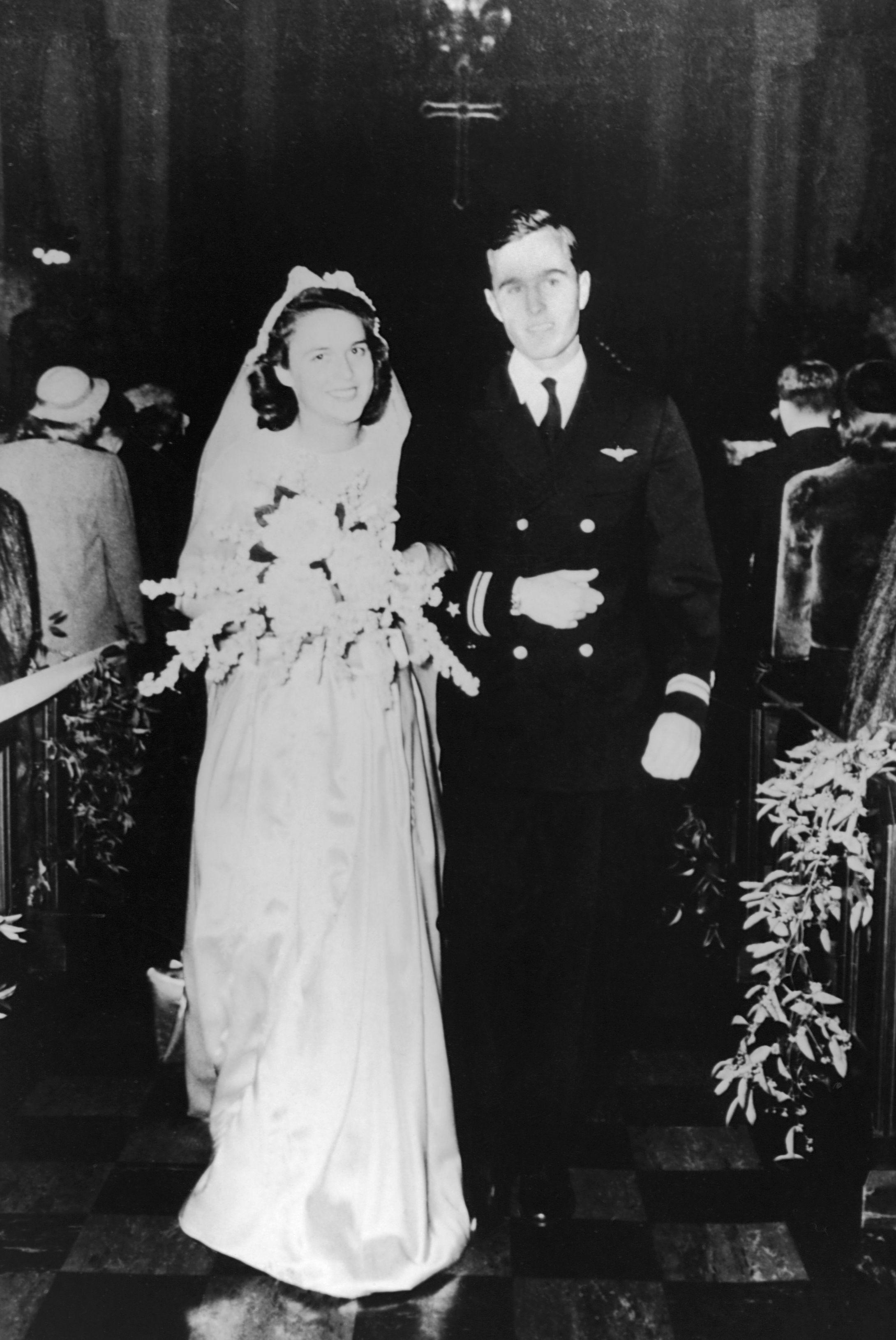 barbara bush and george h.w. bush 1945 wedding