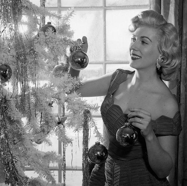 1950s woman decorating