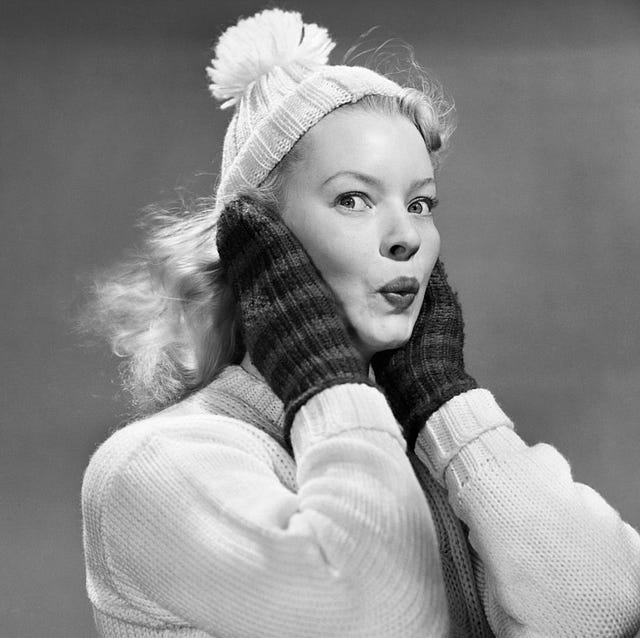 1950s YOUNG WOMAN PURSING...