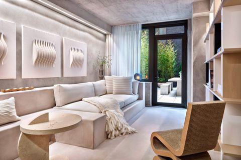 alex p white combina tonos suaves y texturas en bruto en el apartamento modelo de nueva york
