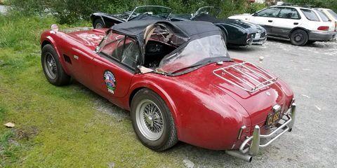 Land vehicle, Vehicle, Car, Classic car, Coupé, Convertible, Sports car, Austin-healey 100, Antique car, Sedan,