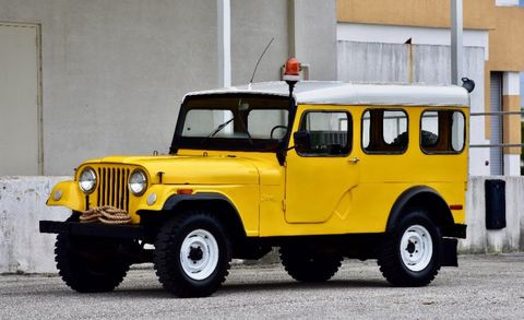 Land vehicle, Vehicle, Car, Jeep, Motor vehicle, Yellow, Hardtop, Jeep cj, Off-road vehicle, Jeep dj,