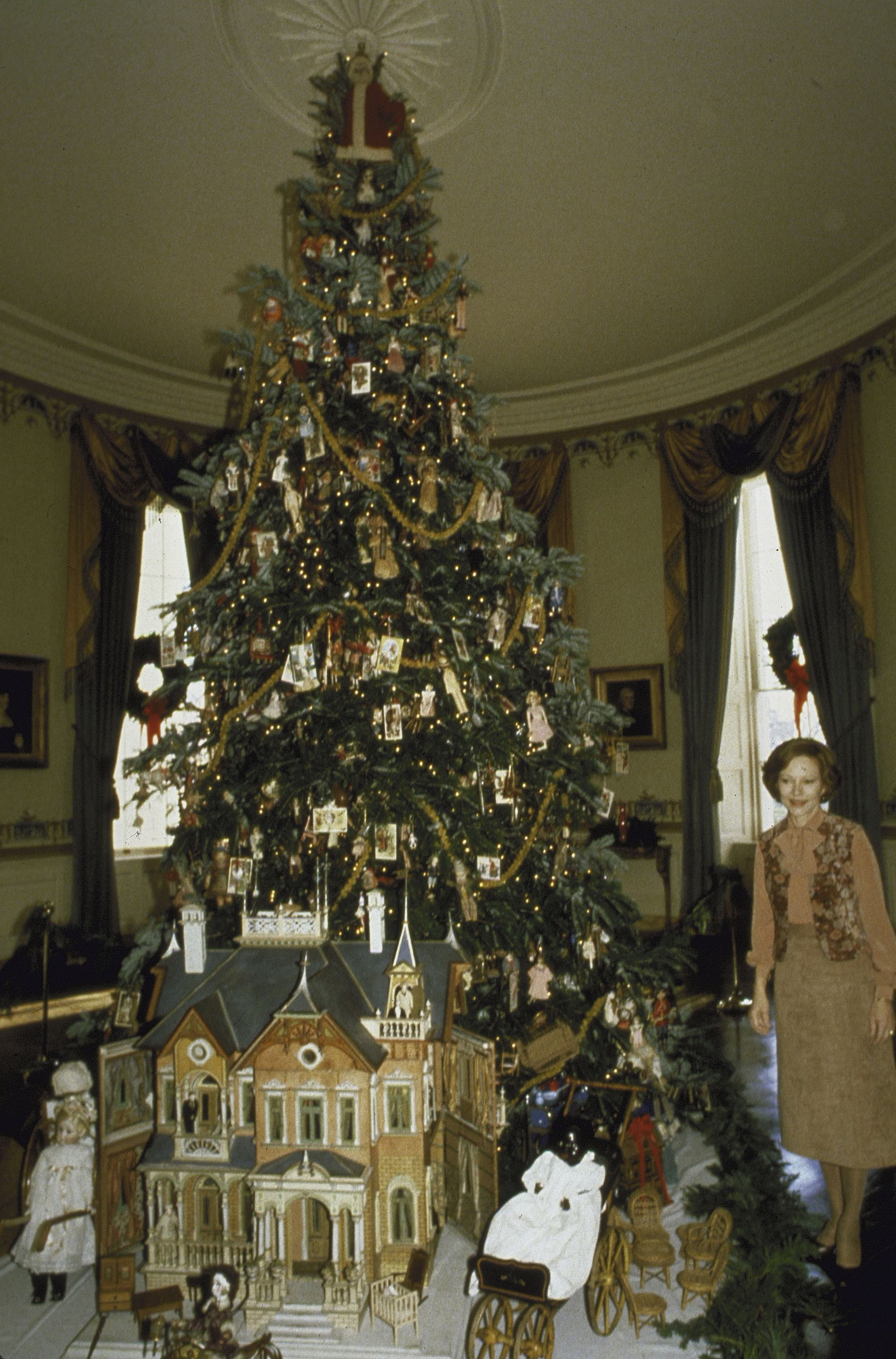 Whitehouse Christmas Decorations.A Timeline Of White House Christmas Decorations Through The