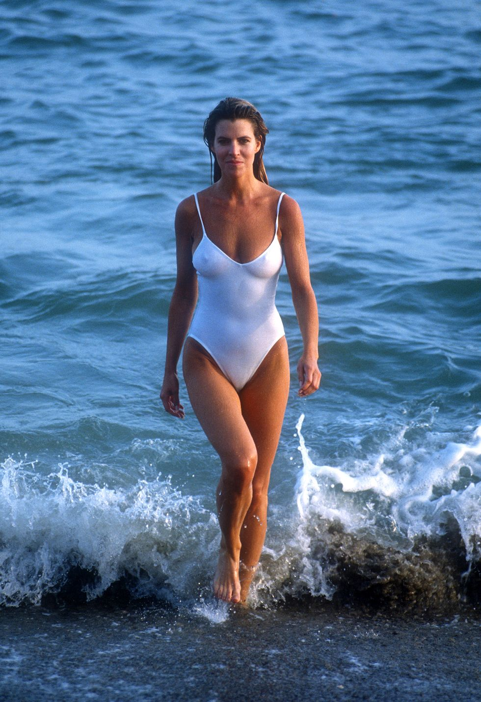 39 Pictures That Show How Bikinis And Swimsuits Have Changed Through