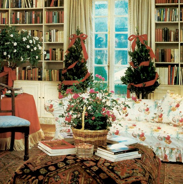 room, interior design, living room, furniture, home, building, ceiling, wall, table, christmas decoration,