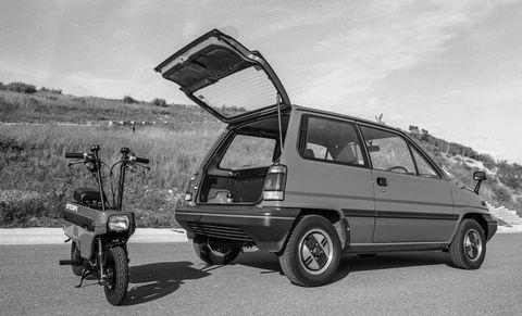 motocompo,ホンダ,1982年型超小型バイク,モトコンポ,通勤時,ささやかな楽しみ,1982 honda motocompo adds a little kick to your commute