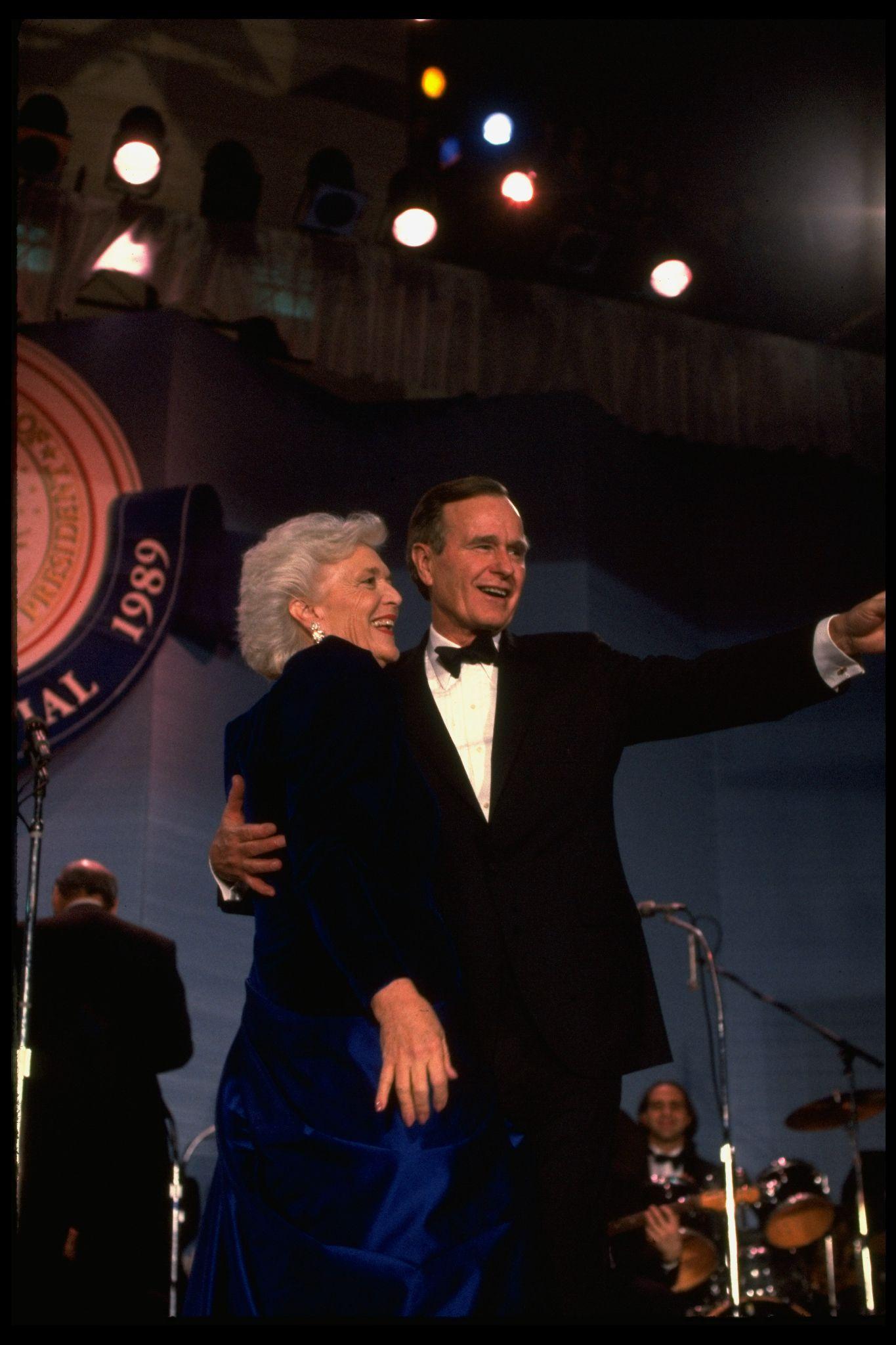1989 inauguration ballbarbara bush and george h.w. bush