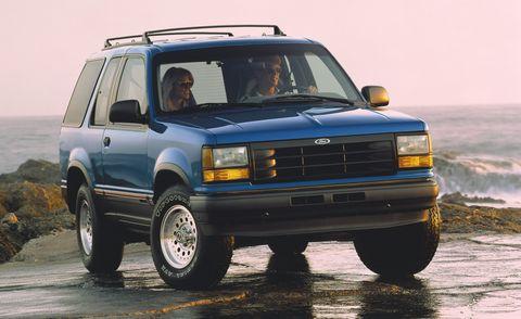 Land vehicle, Vehicle, Car, Sport utility vehicle, Automotive tire, Automotive exterior, Compact sport utility vehicle,