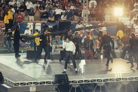 Crowd, Event, Performance, Stage, Performing arts, Street performance, Performance art, City, Leisure, Dance,