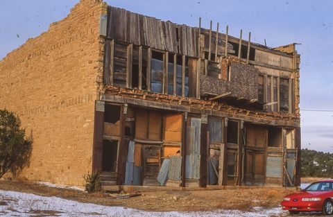 a building that needs work in the white oaks ghost town