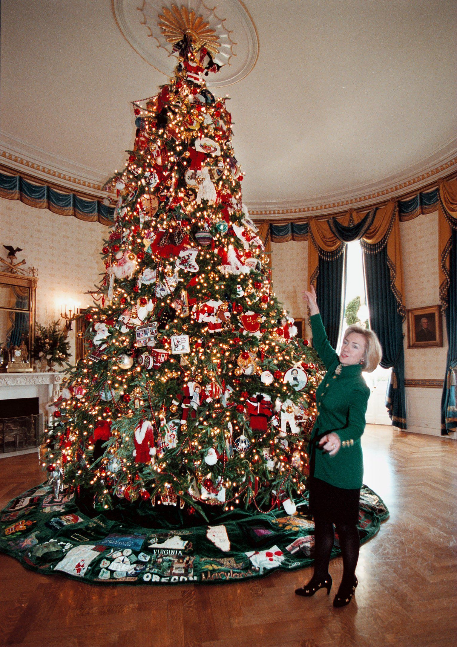 white house christmas decorations through the years - White House Christmas Decorations