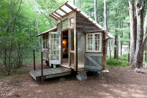 Building, House, Cottage, Shack, Shed, Tree, Log cabin, Room, Forest, Outdoor structure,