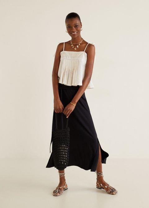9fda74a16 La falda negra larga de Mango de 13 € que sustituye a tus pantalones ...