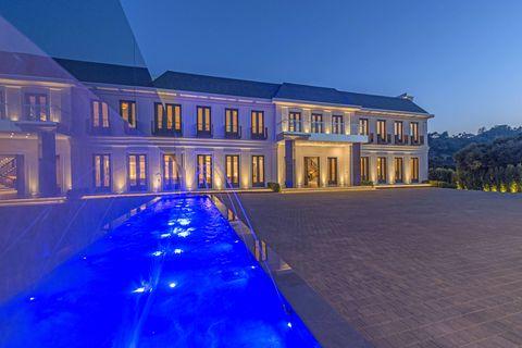 Blue, Property, Architecture, Estate, Building, Light, Home, Landmark, Mansion, Sky,