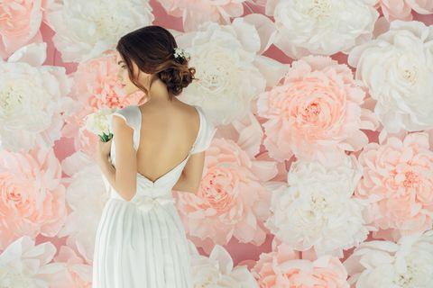 ドレスを着た花嫁後ろ姿