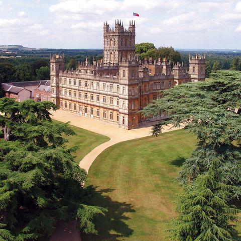 Landmark, Property, Sky, Building, Tree, Architecture, Castle, Stately home, Estate, Grass,