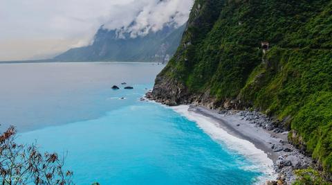 國慶連假全台5大熱門水上活動推薦!出海賞鯨、浮潛看海龜、獨木舟、SUP台灣就能體驗